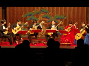 29日鶴鳴館で「岡山新堀ギターアンサンブル」演奏