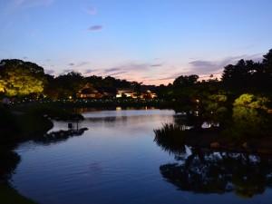水面演出「沢の池 幻想絵巻」 | 岡山後楽園夜間特別開園「幻想 ...