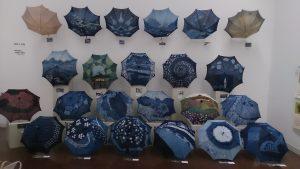 藍染傘の展示